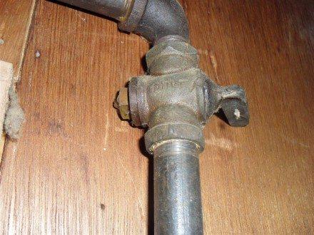 Lube valve