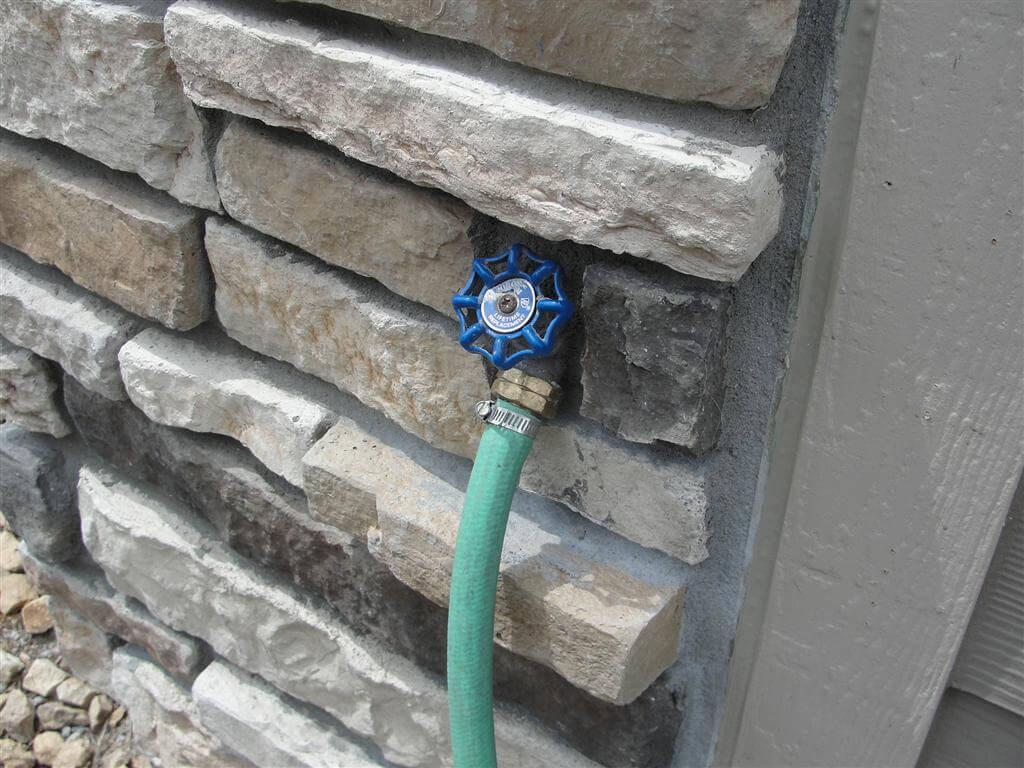 Stone siding rampant installation defects for How to install stone veneer over stucco