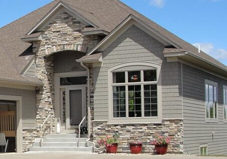 Rampant installation problems with stone siding for Stone veneer house pictures