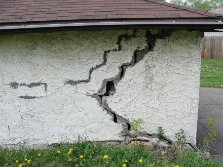 Huge cracks in wall
