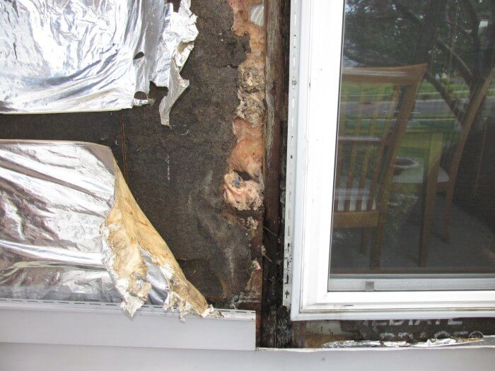 Water damage behind vinyl siding3