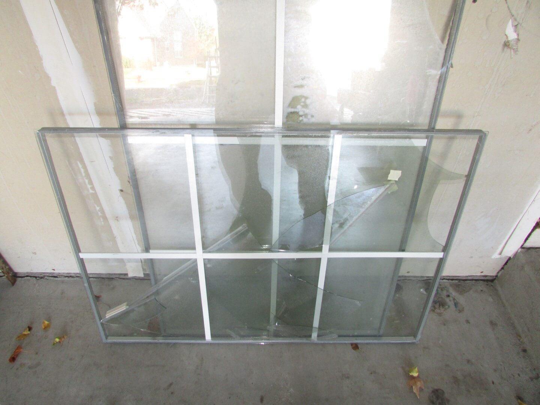 Broken Glass Window : Repairing a window with fogged glass