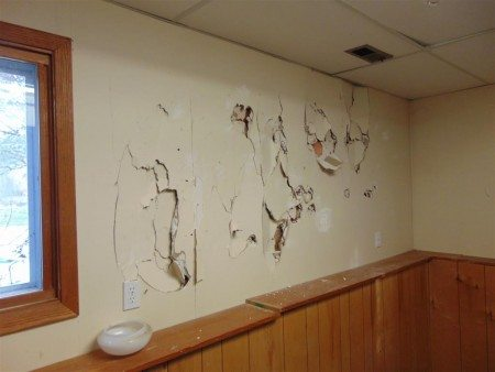 Obvious defect - damaged wall